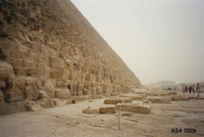 khufun_pyramidi_lansisivu